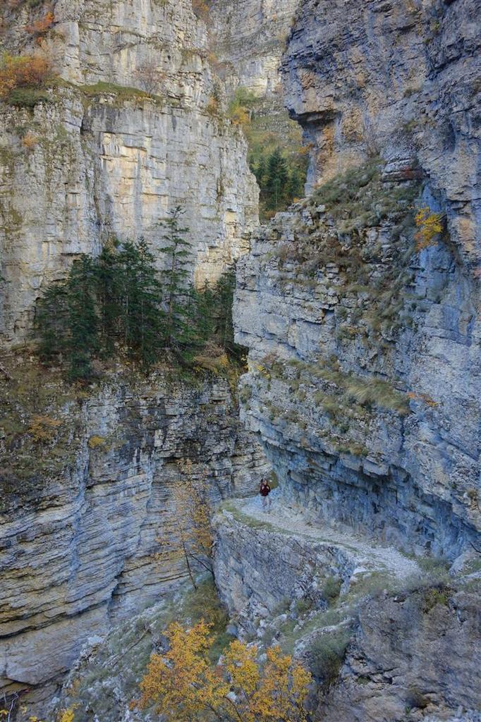 sur le sentier suspendu des gorges de Saint-Pierre