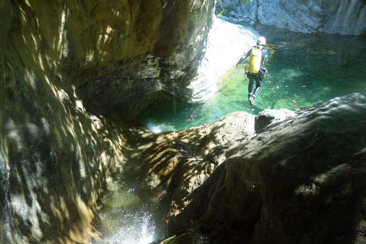 sur les toboggans et sauts du canyon du (casse) Cuous