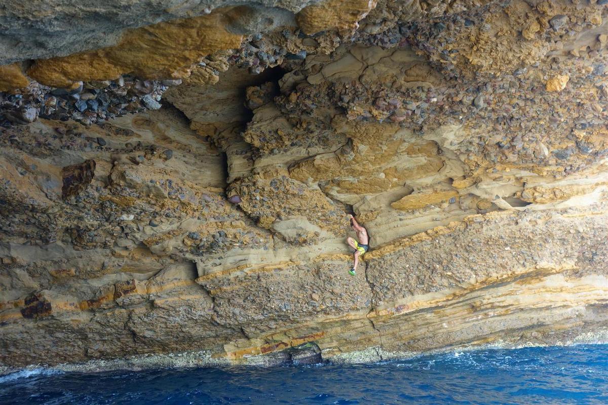 dans la grotte..., sur poudingue et strates