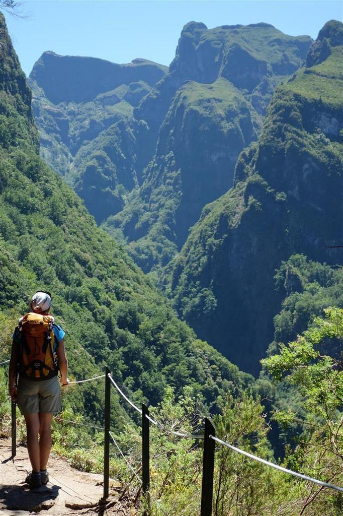 entre caldeirao verde et caldeirao do inferno, canyons et falaises noyés dans la jungle subtropicale