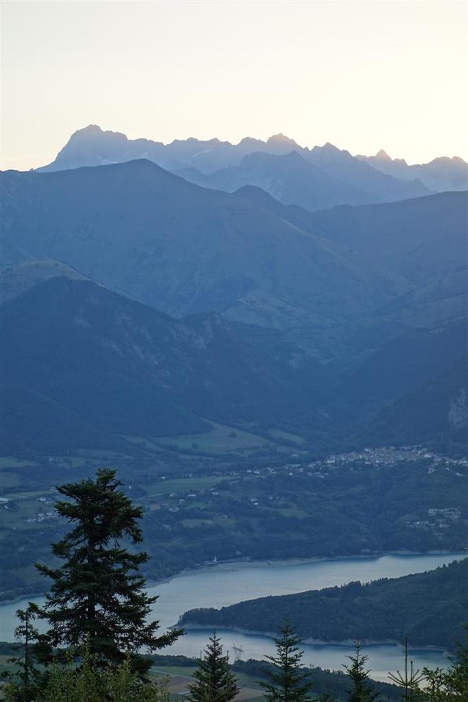 le lac du Sautet devant la roche de la Muzelle
