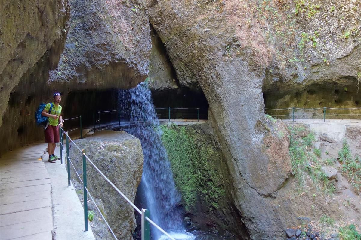 dans le beau passage de la cascade sur la levada nova
