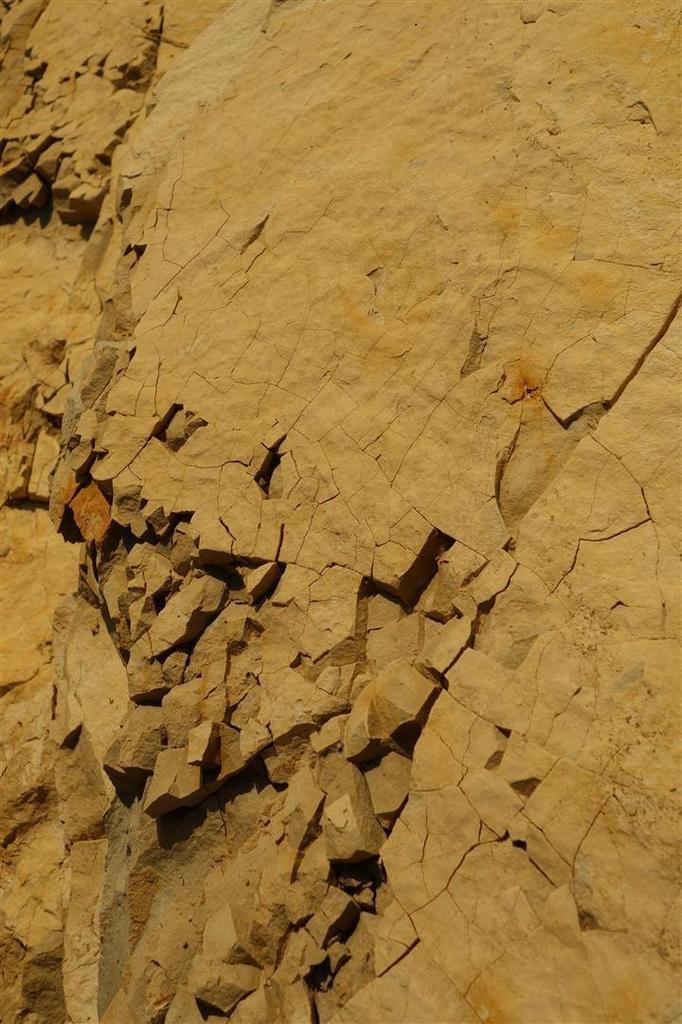 rocher en pleine déliquescence sur la vire inclinée de L5