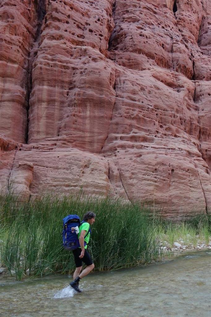 à la sortie des... 20 km du canyon