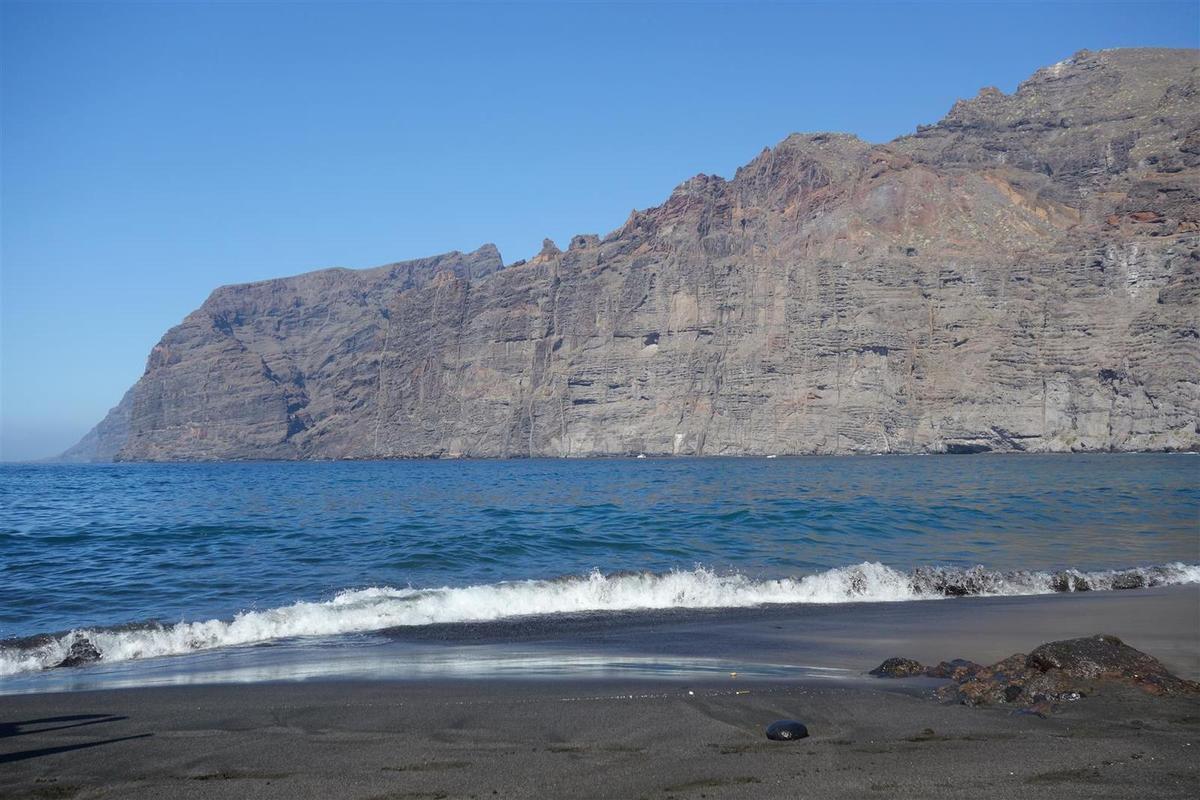 le 2 janvier, farniente sur la plage de sable noir de Los Guios