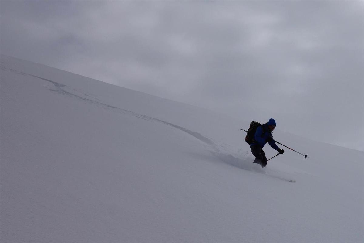 première descente versant ouest en aller-retour