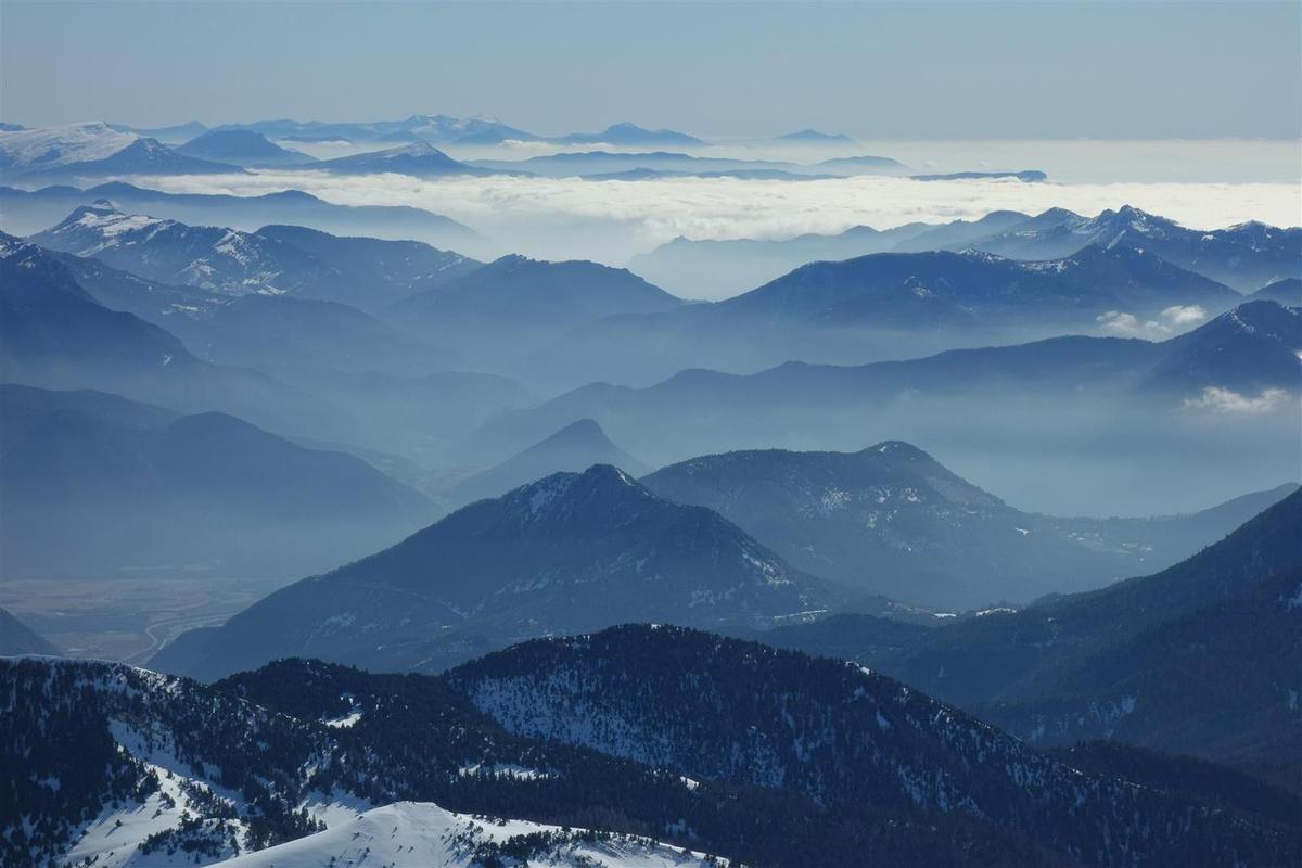 les vallées drômoises embrumées au sud-ouest