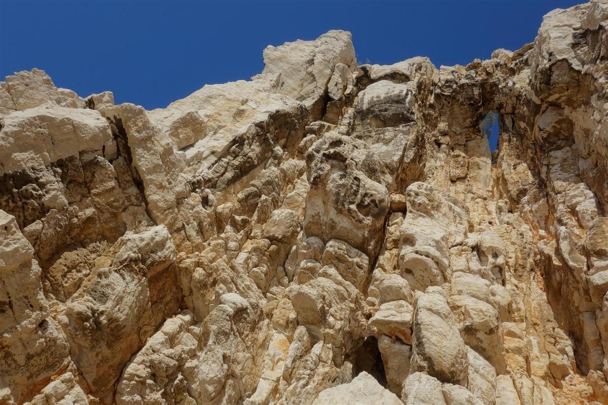 dans la traversée Ramond : du beau rocher, des pas de traversées et un petit rappel