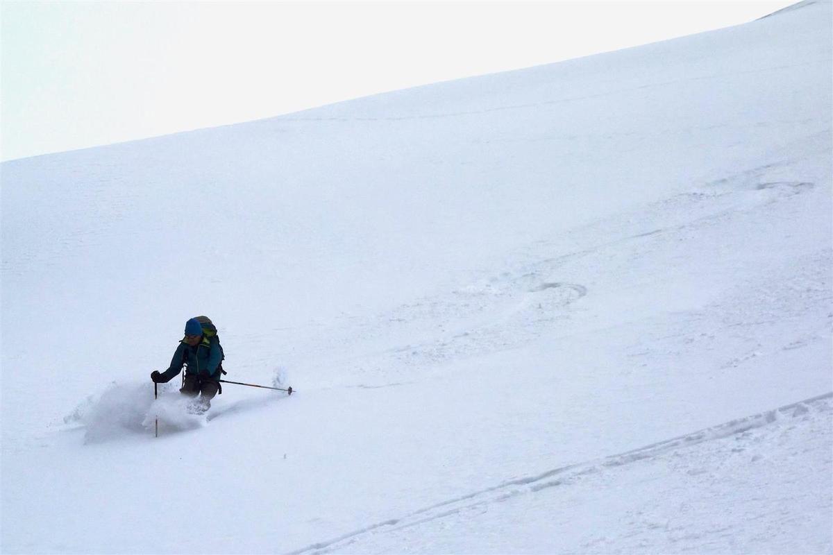 à la descente en haut du versant nord, poudreuse !