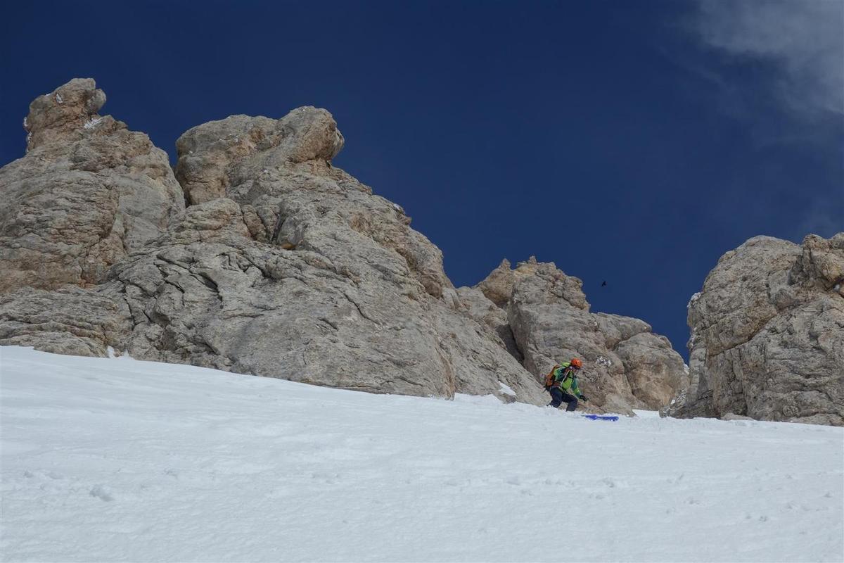 à la descente dans le couloir Bissolati, ambiance patagonienne avec les rochers givrés