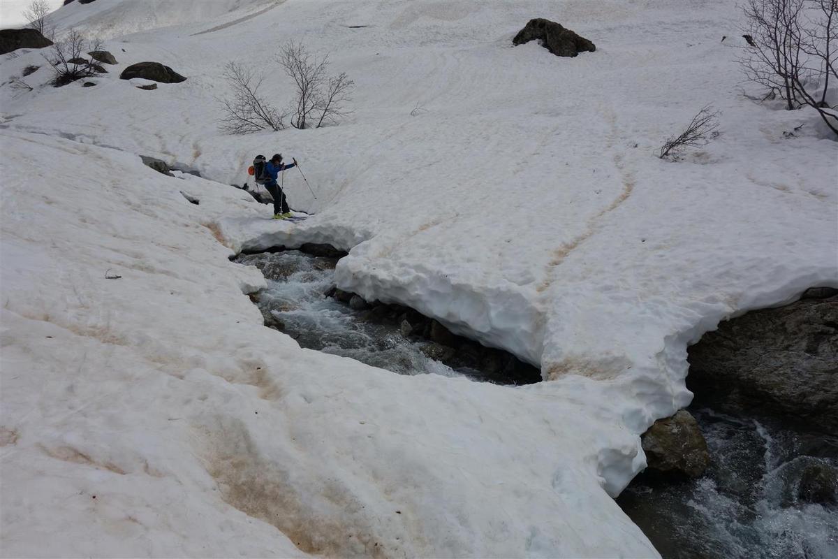 J2 : traversées de torrents et d'avalanches près du Gioberney, et tracé de la descente versant sud-ouest du col du Says