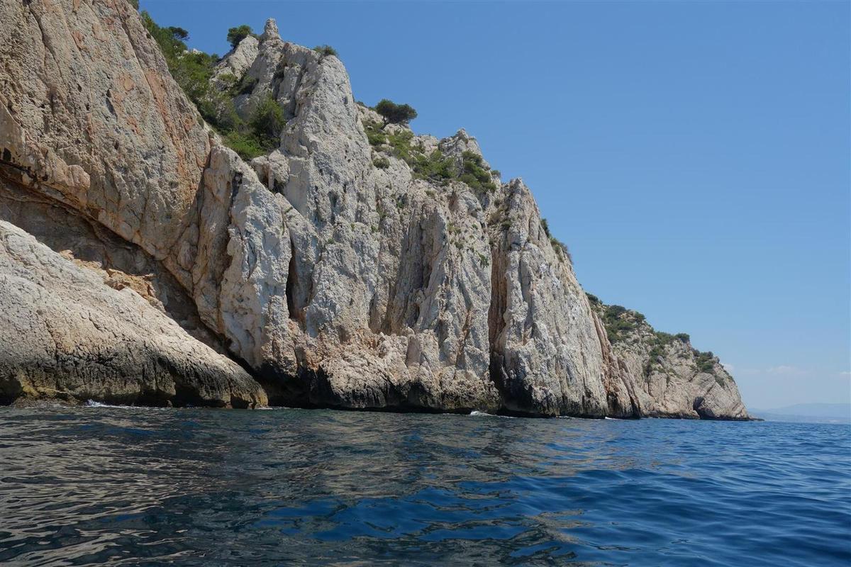 les falaises littorales d'Ensuès et ses dalles suspendues désormais équipées