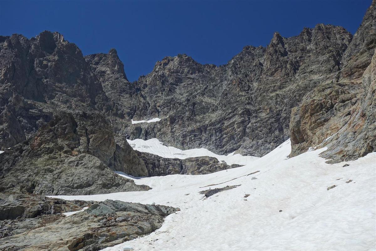 la délicate traversée du glacier de l'Olan à 3100 m