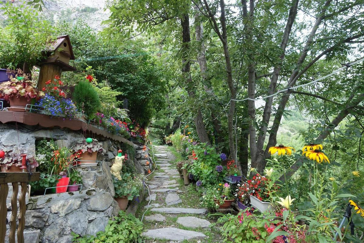 le hameau fleuri du Serre !