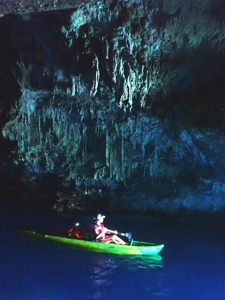 dans les deux grottes de la calanque du Blé
