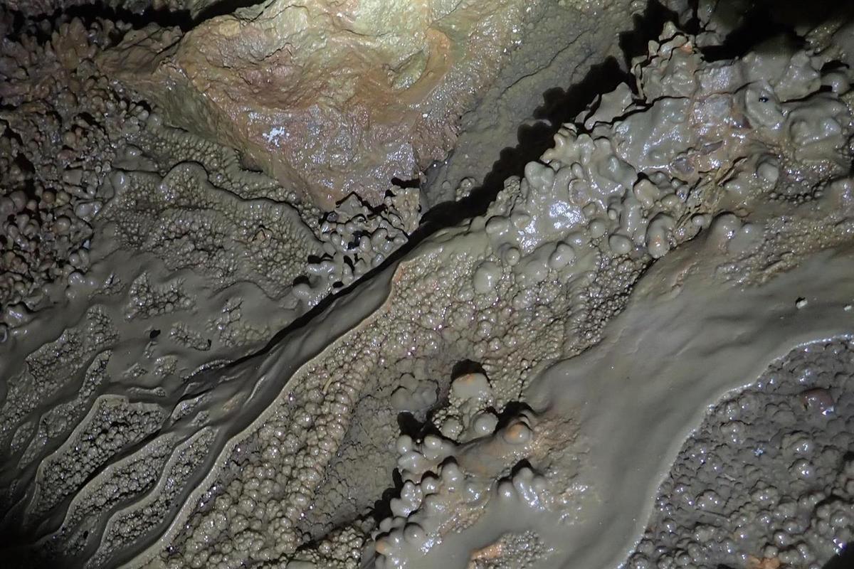 la grotte aux méduses : les concrétions de la galerie supérieure
