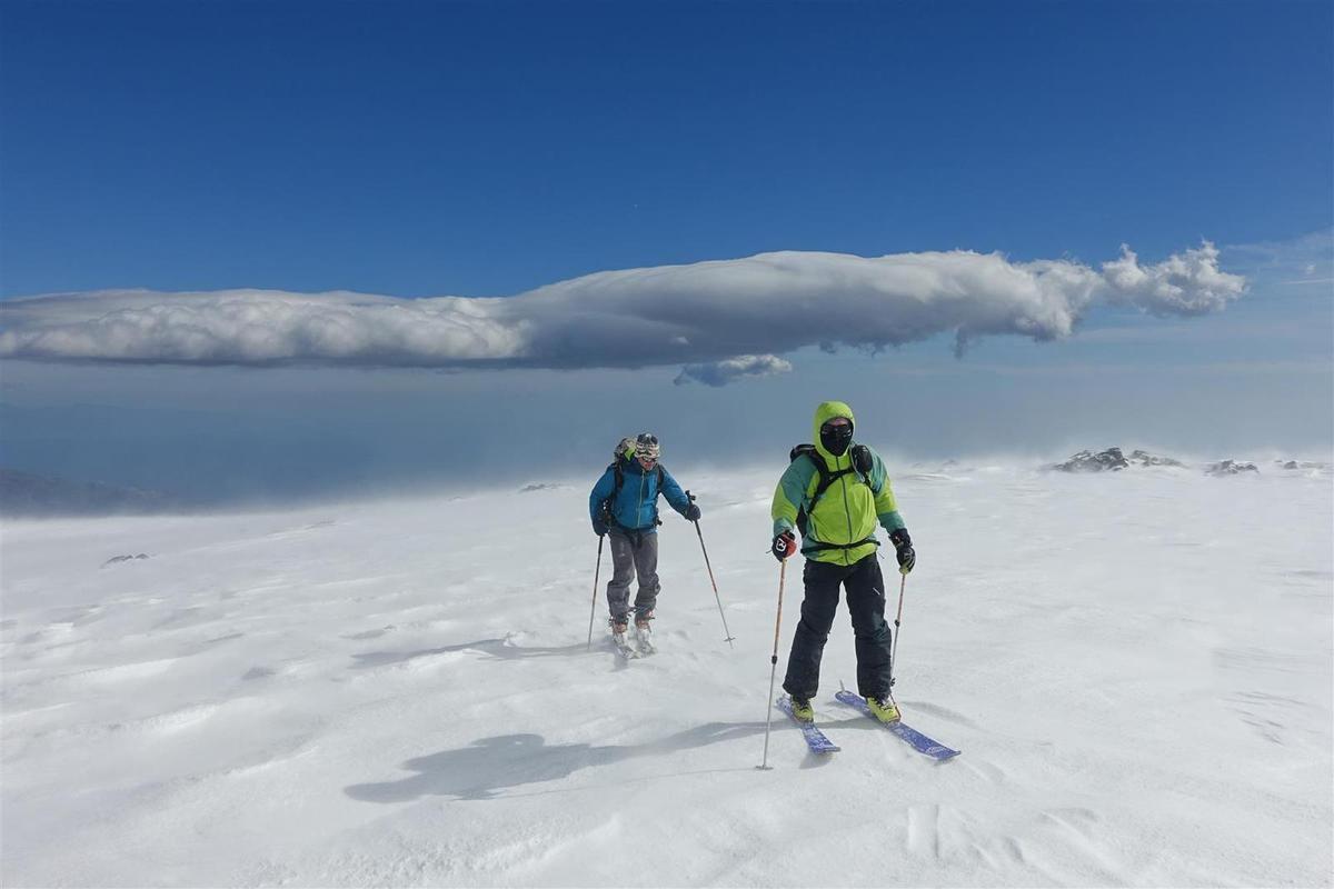 J3 : ski sur les coulées de lave et la pinède, brûlée près des premières