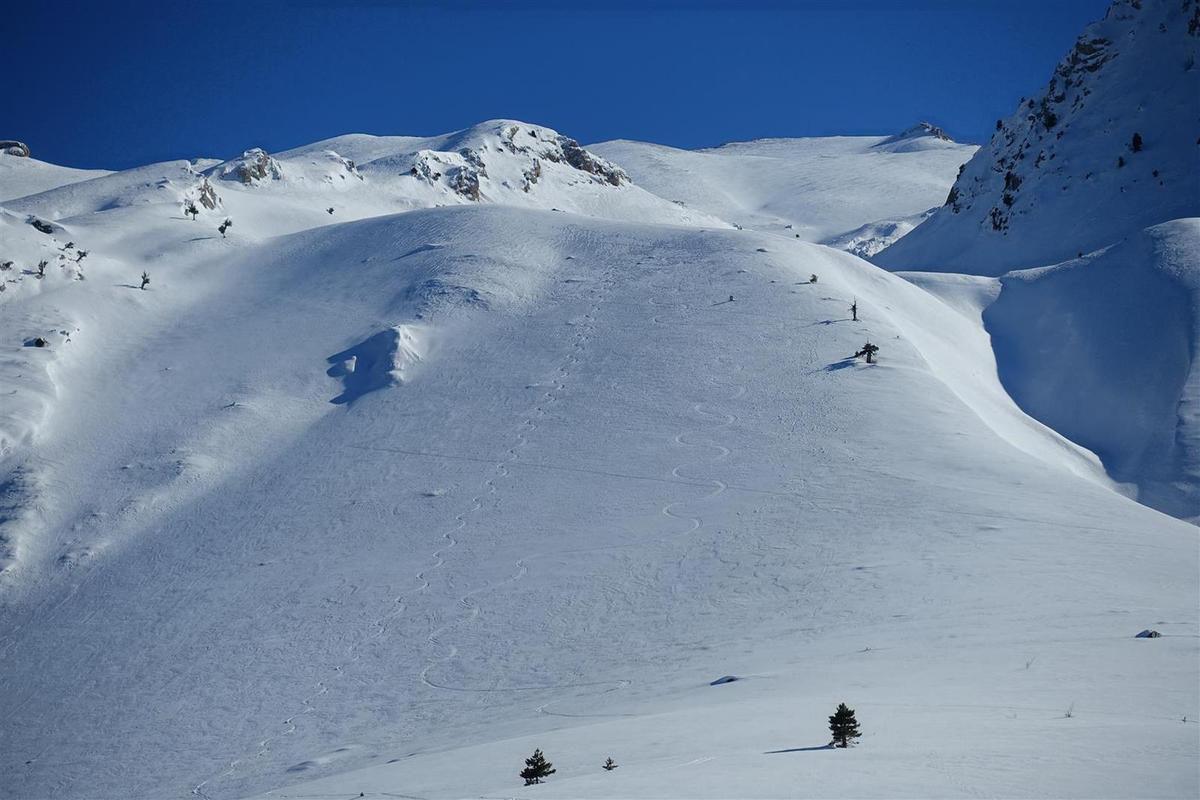 J4 : à la descente, poudreuse tassée (parfois un peu soufflée) comme toute la semaine en versant nord...