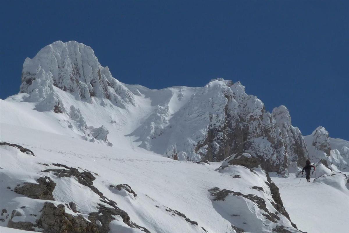 J3 : à la montée dans le haut de la combe ouest, vers la grande arche