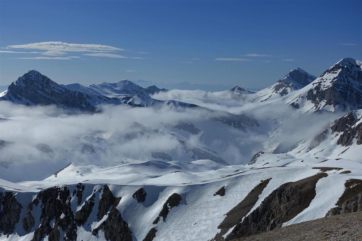 les nuages à l'assaut du Val Maone
