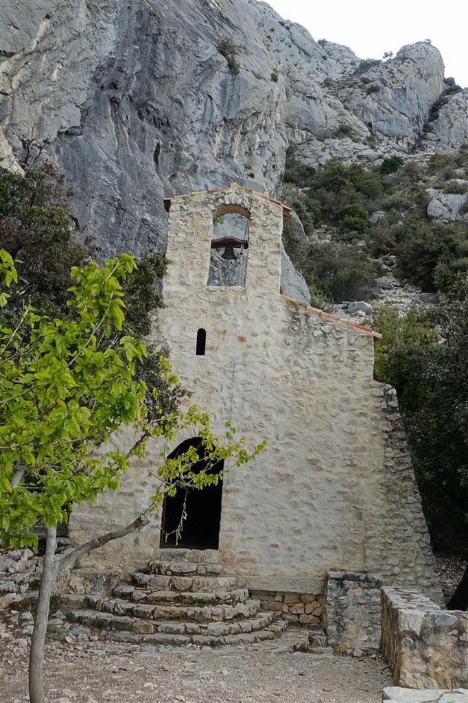 la chapelle Saint-Ser à mi-approche
