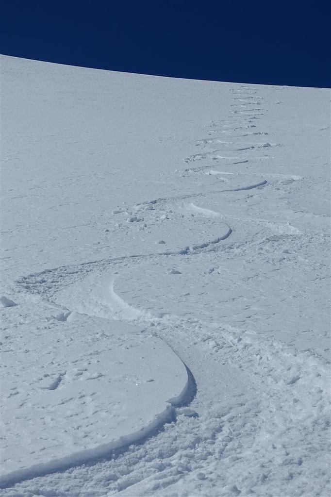 la descente en poudreuse du sérac du glacier des Quirlies