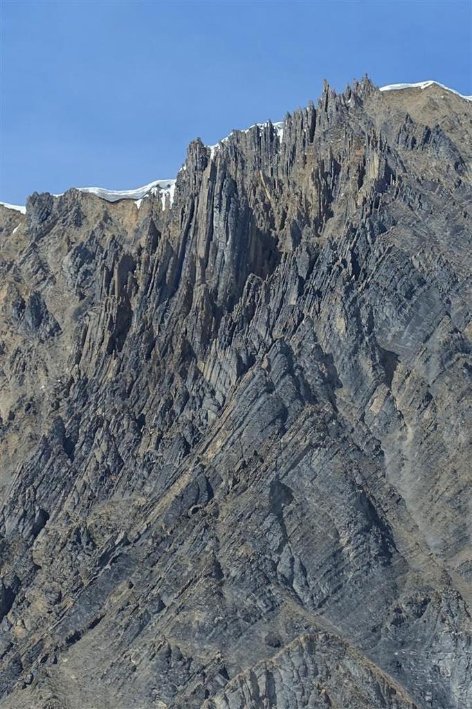 vers le col du Couard et l'impressionnant versant sud ruiniforme des Aiguillettes de Vaujany