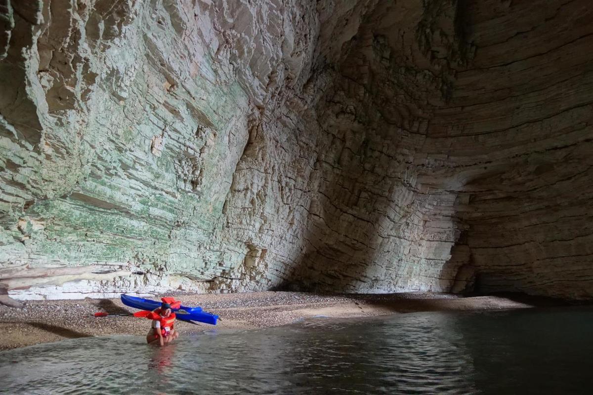 le 16 juillet : les grottes au nord de la baie de Vignanotica, parfois immenses