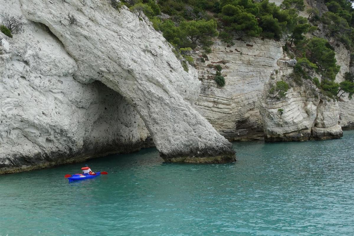 le 16 juillet : les plages et l'arche juste au nord de la baie de Vignanotica