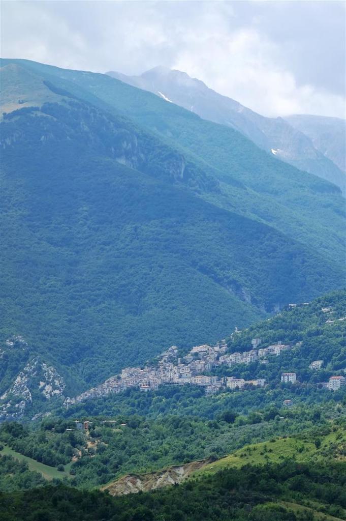 le village de Pennapiedimonte perché sur les flancs de la Majella
