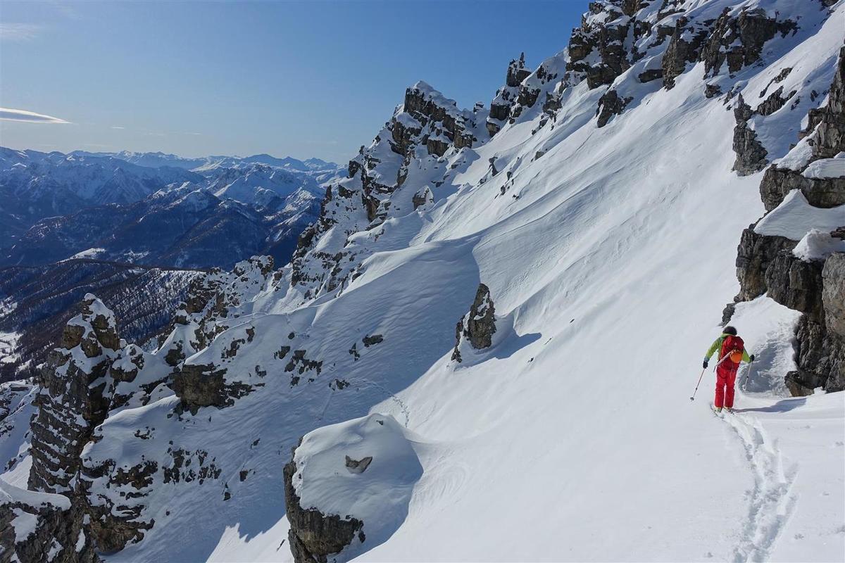 sur la crête sommitale, vue vers les Ecrins et le couloir skié 3 jours plus tôt