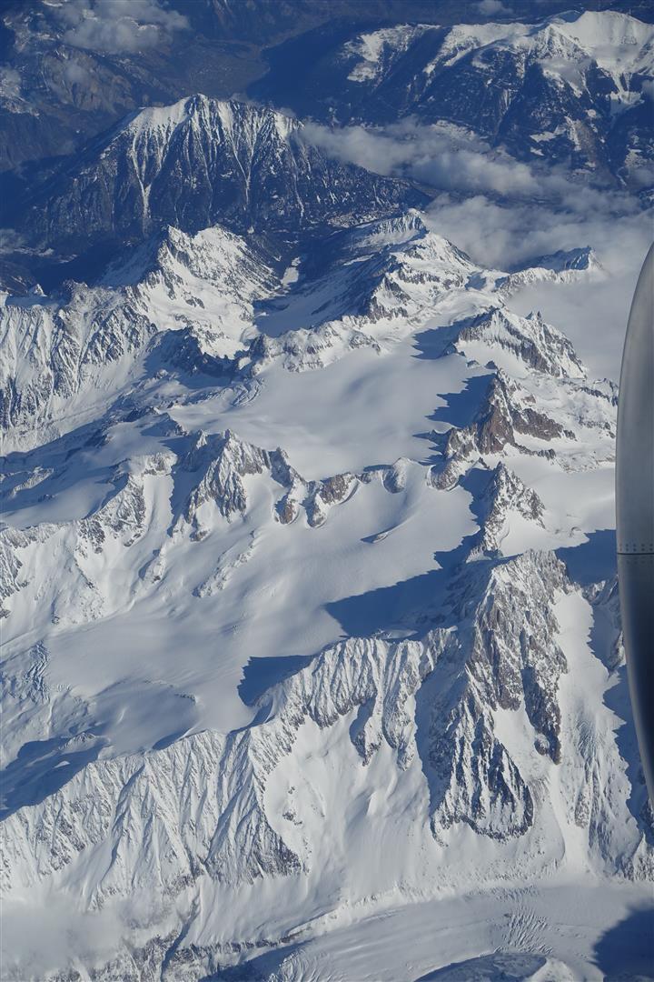 le massif du Mont-Blanc : bassin glaciaire d'Argentière sur la première photo (Vertes - Droites - Courtes) puis celui du Tour sur la seconde