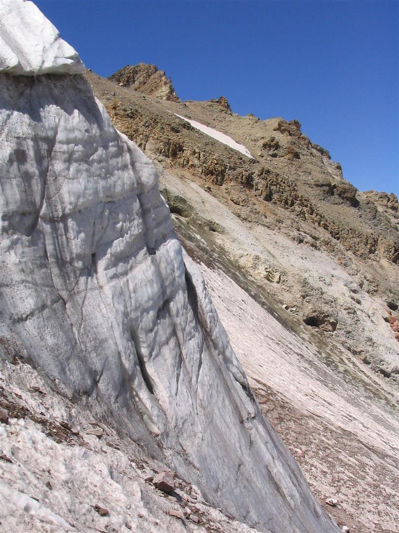 les reliques du dernier véritable glacier d'Anatolie occidentale, blotti contre la face nord de l'Erciyes Dagi à 3300 m