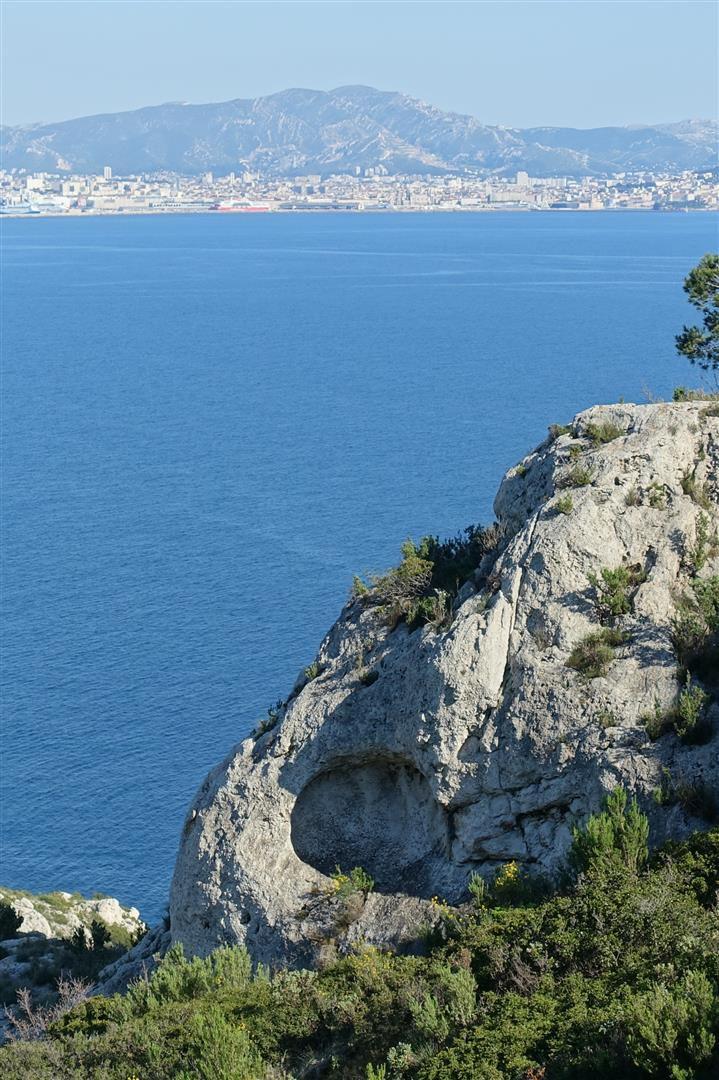 autour de la plage de Figuerolles, dans le bas du vallon des Fontêtes et sous le fort de Figuerolles