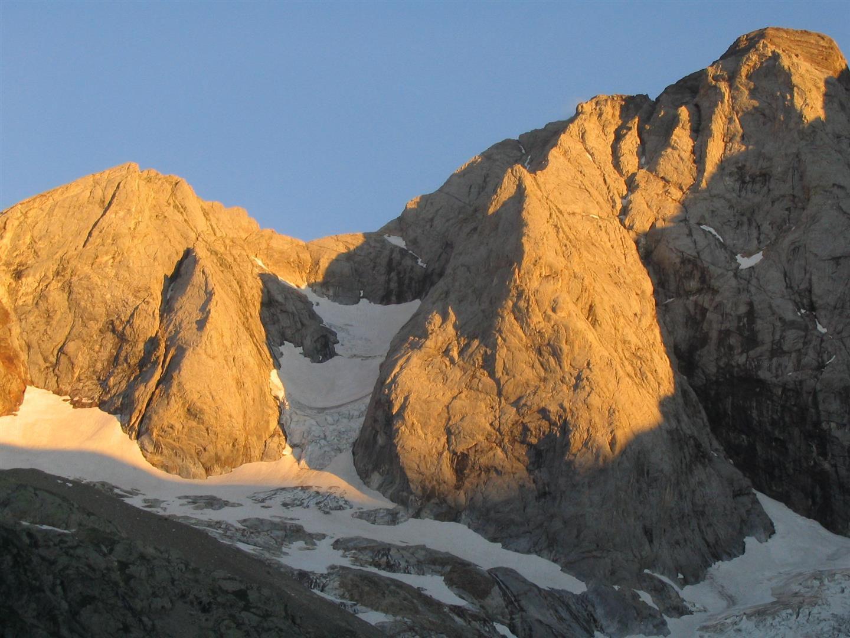 le petit Vignemale et son glacier au soleil couchant