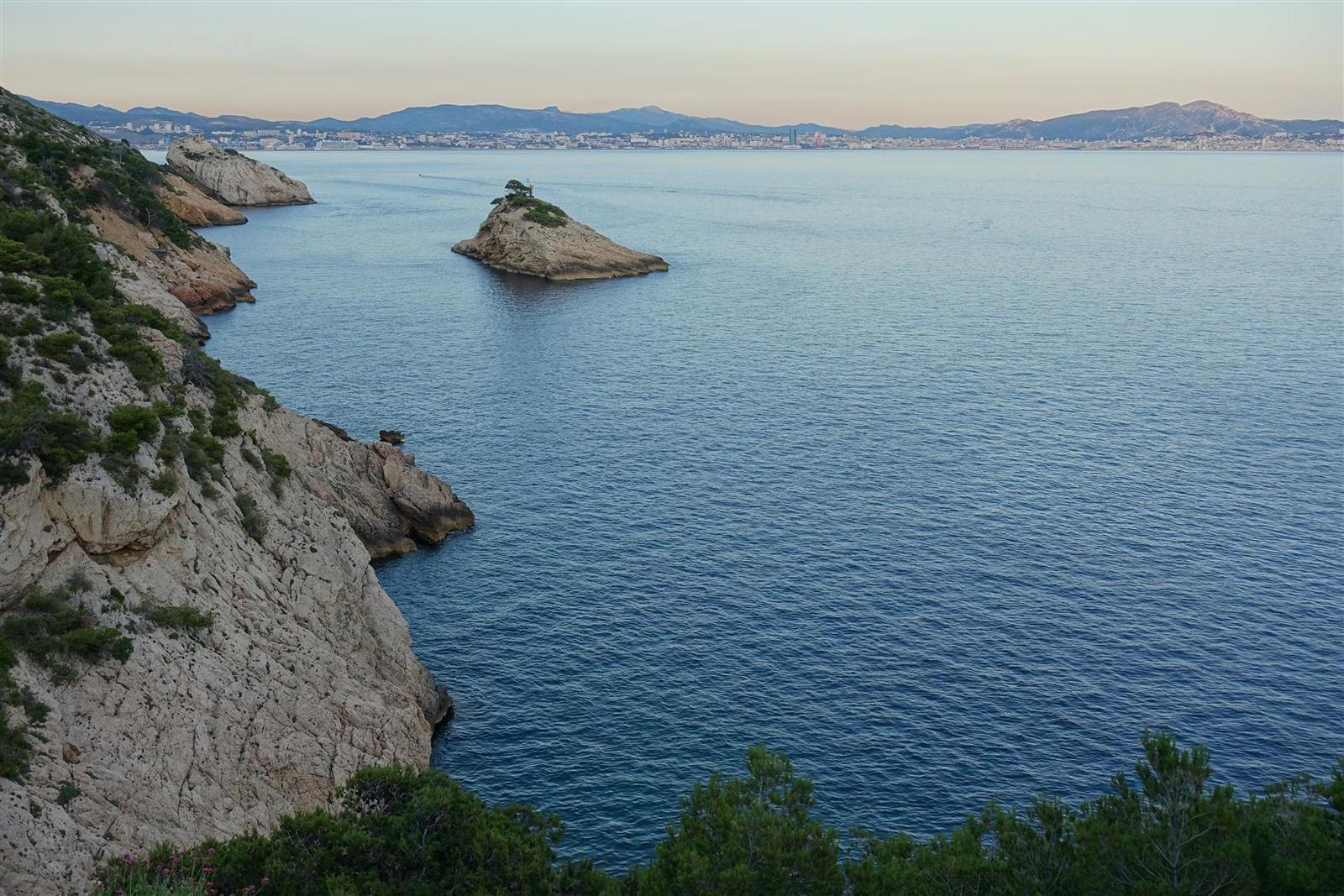 au retour, vue sur la côte bleue et l'île de l'Erevine