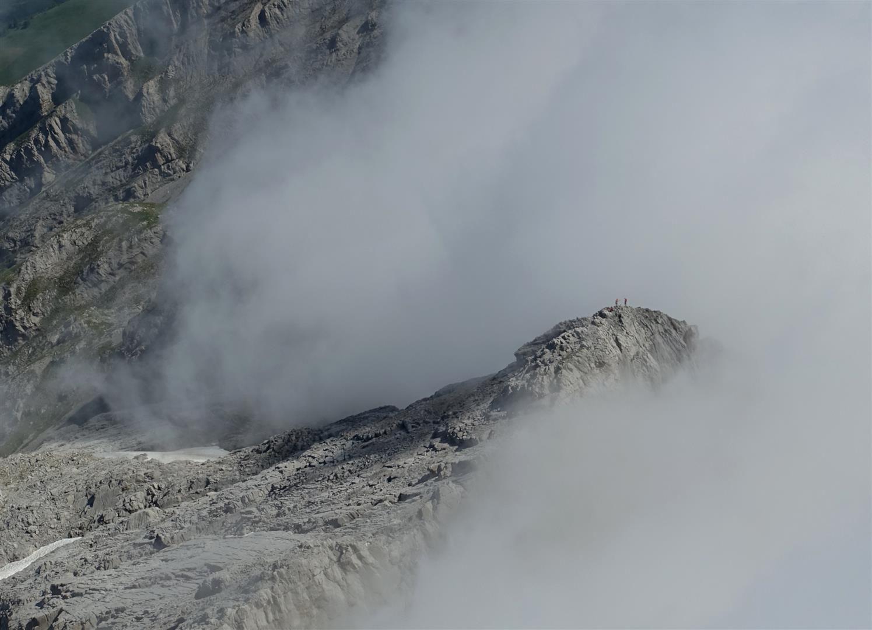 sur l'arête du Doigt plein gaz au-dessus de la mer de nuages, mal de mer possible