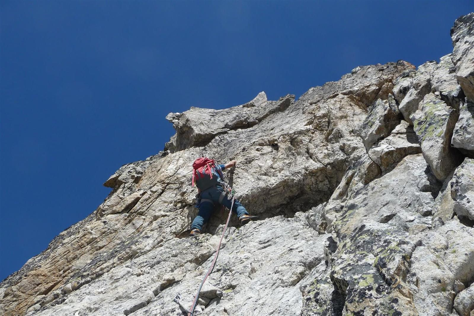 sur les longueurs en 5, beau granite et belle ambiance montagne