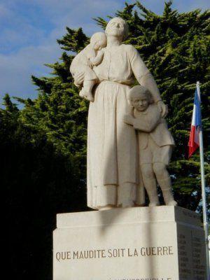 Monument aux morts pacifiste d'Equeurdreville 1920