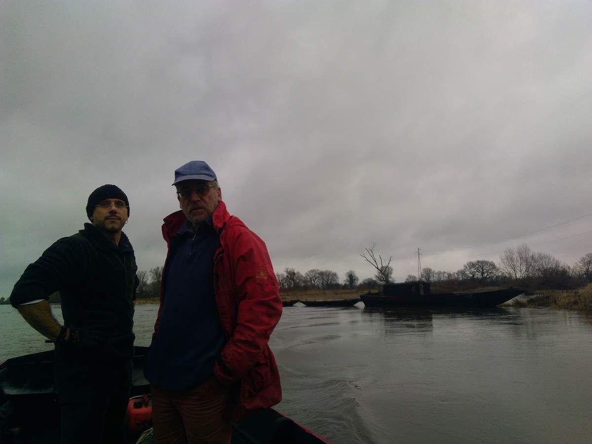 La rivière Allier retrouve des allures de saison et le train de bateaux chavans son quartier d'hiver