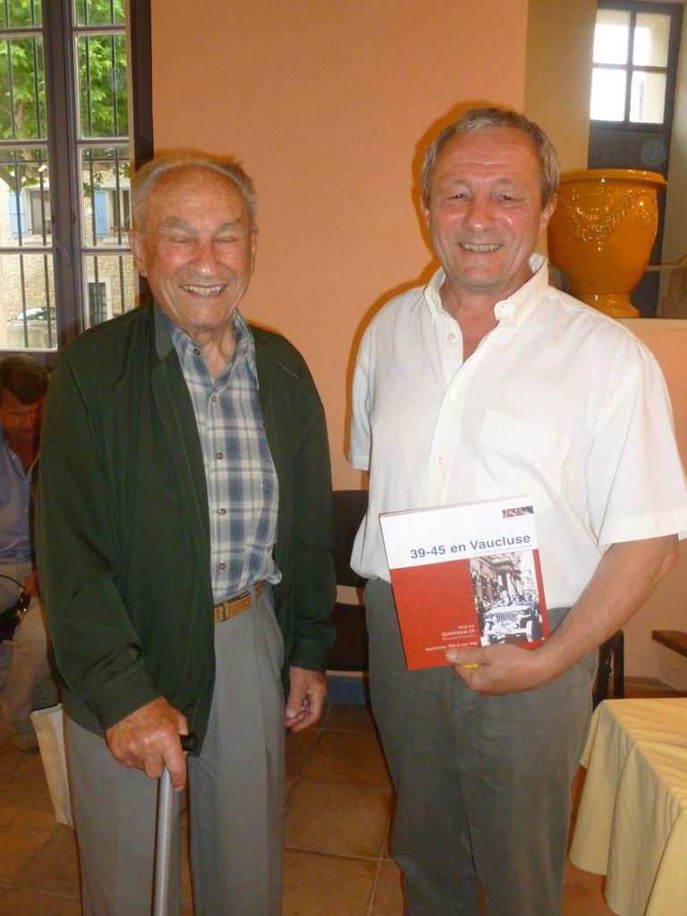 Dominique Lin est régulièrement invité à présenter 39-45 en Vaucluse lors de rencontres et cérémonies