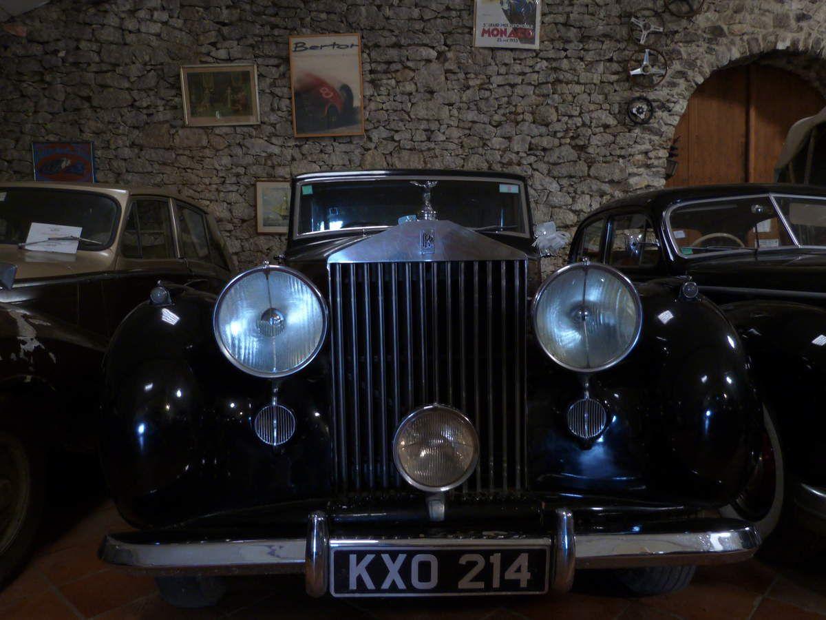 Une Rolls Royce, à la forme unique et à l'allure majestueuse