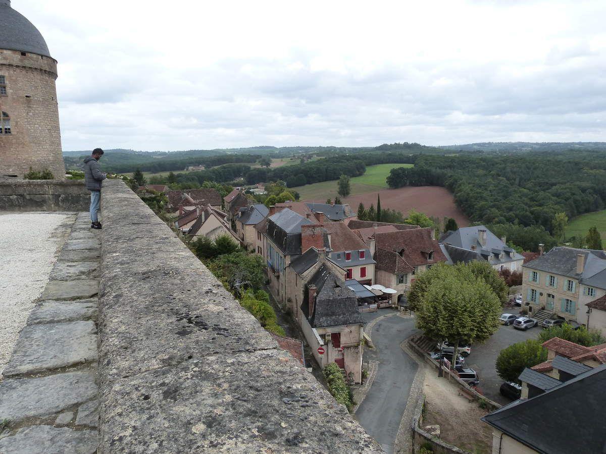 La vue sur le village de Hautefort que le château surplombe