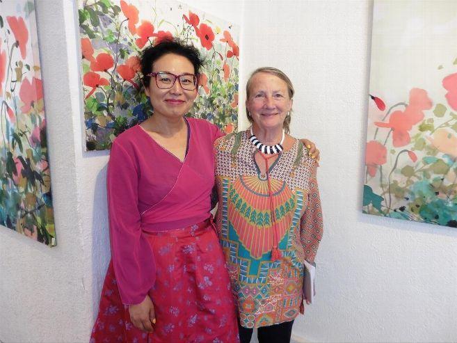 Choe Joo-young, dans sa galerie avec sa belle-mère Marie-France Alleaume