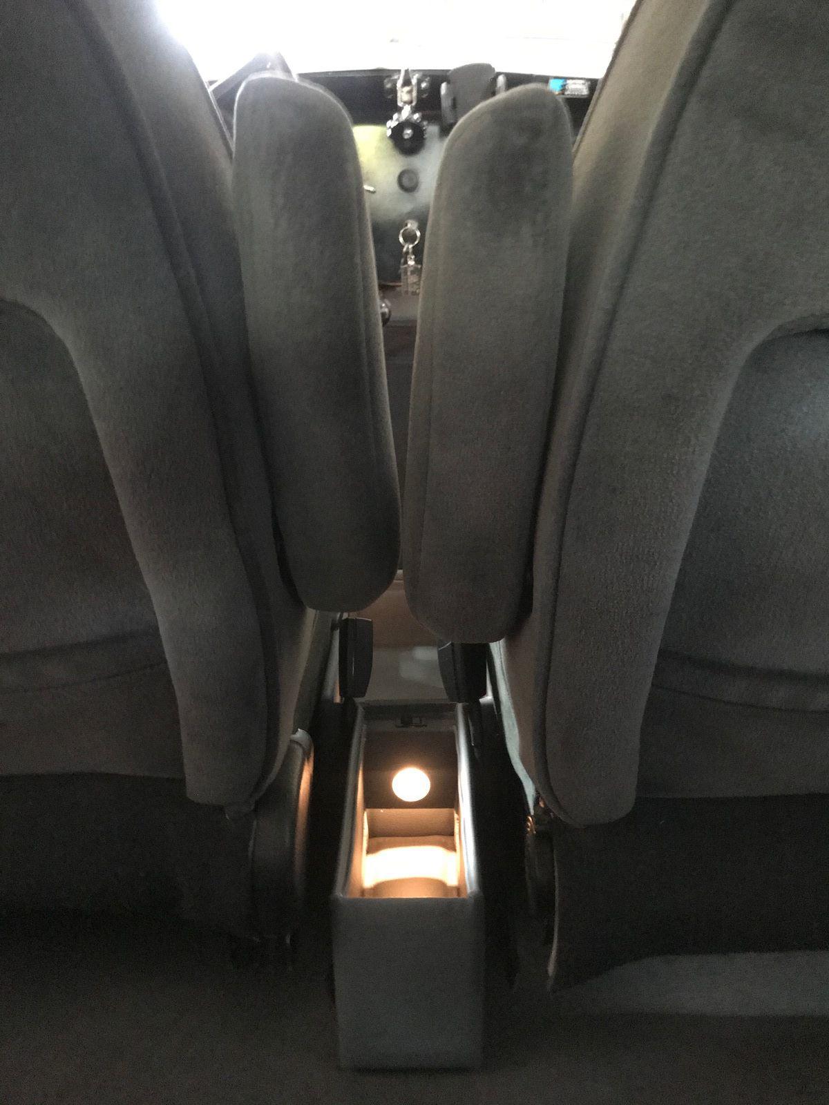 Vide poche entre sièges avant poche entre siège avant et bouteille et verres