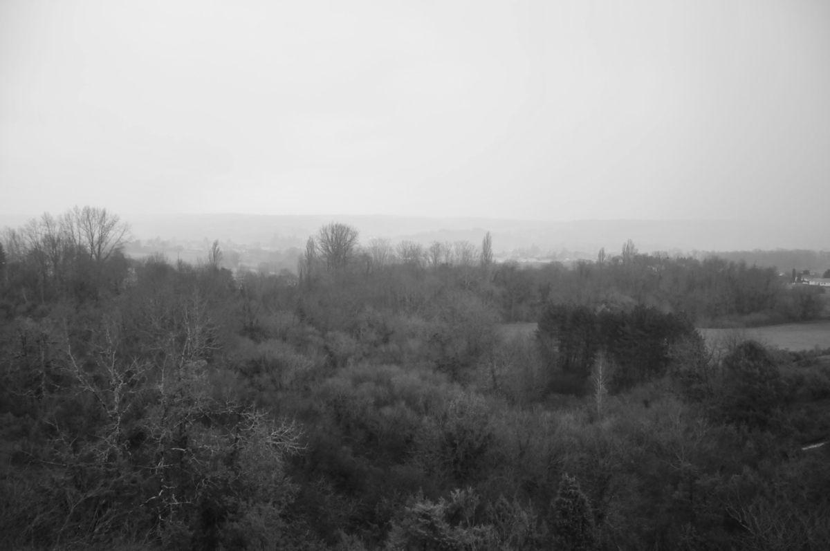 """- """"Il pleut C'est pas ma faute à moi Les carreaux de l'usine Sont toujours mal lavés"""" - (J. Brel)"""
