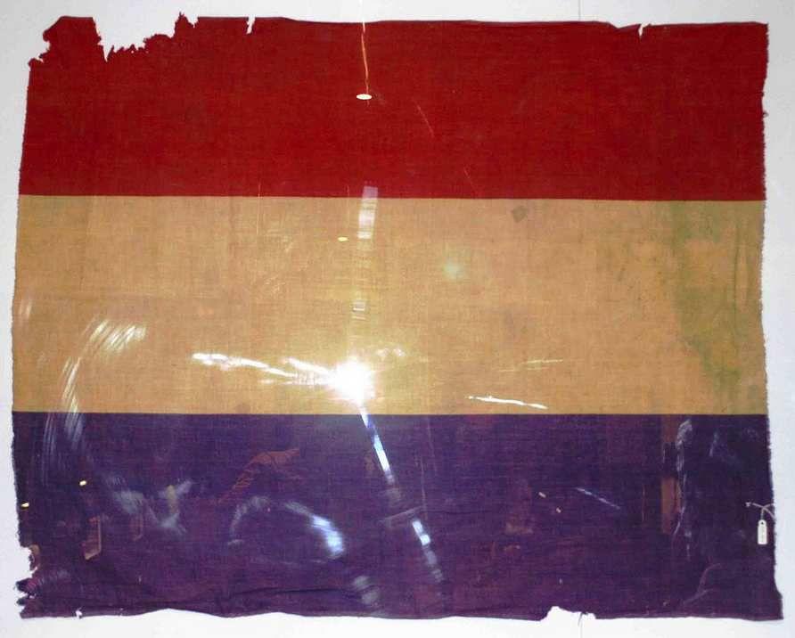Drapeau de la République Espagnole 1939 ( Front de l'Ebre). Conservé au Museo de la Guerra Civil (TABAR, Navarra)