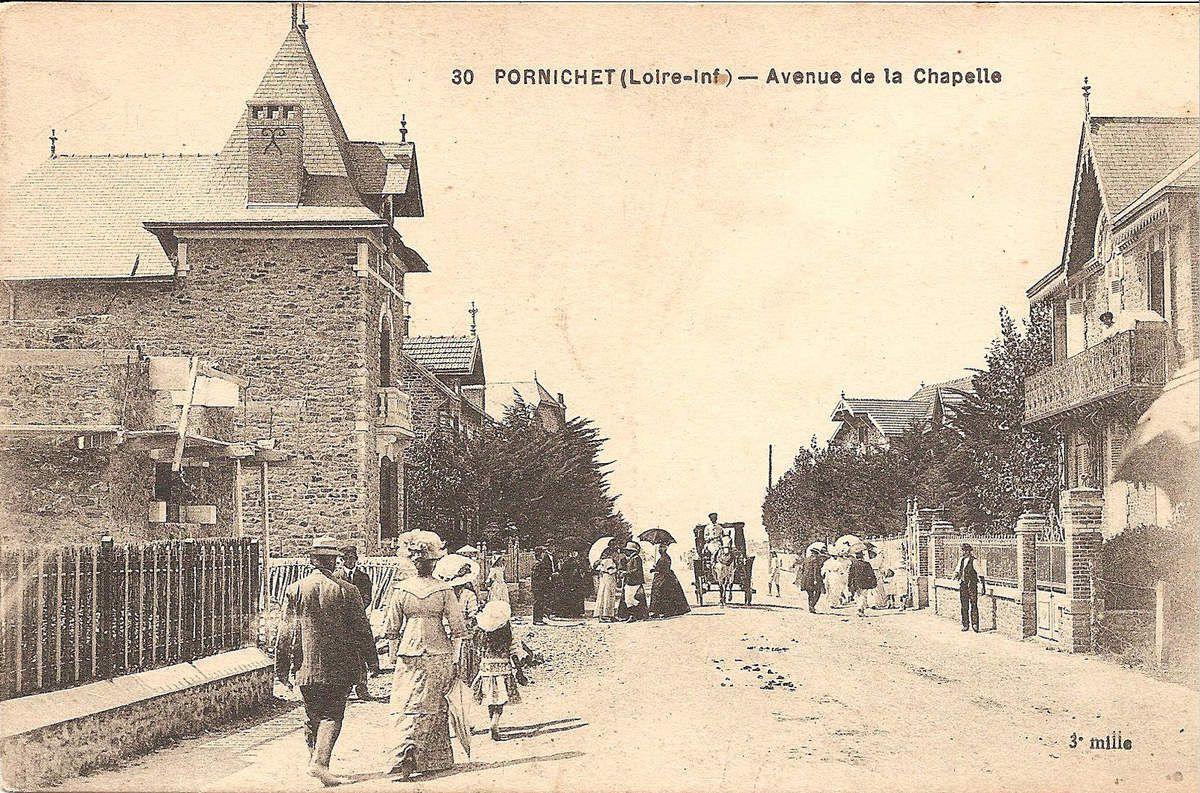 L'avenue de la Chapelle vers la mer. A droite le Châlet des Roses.