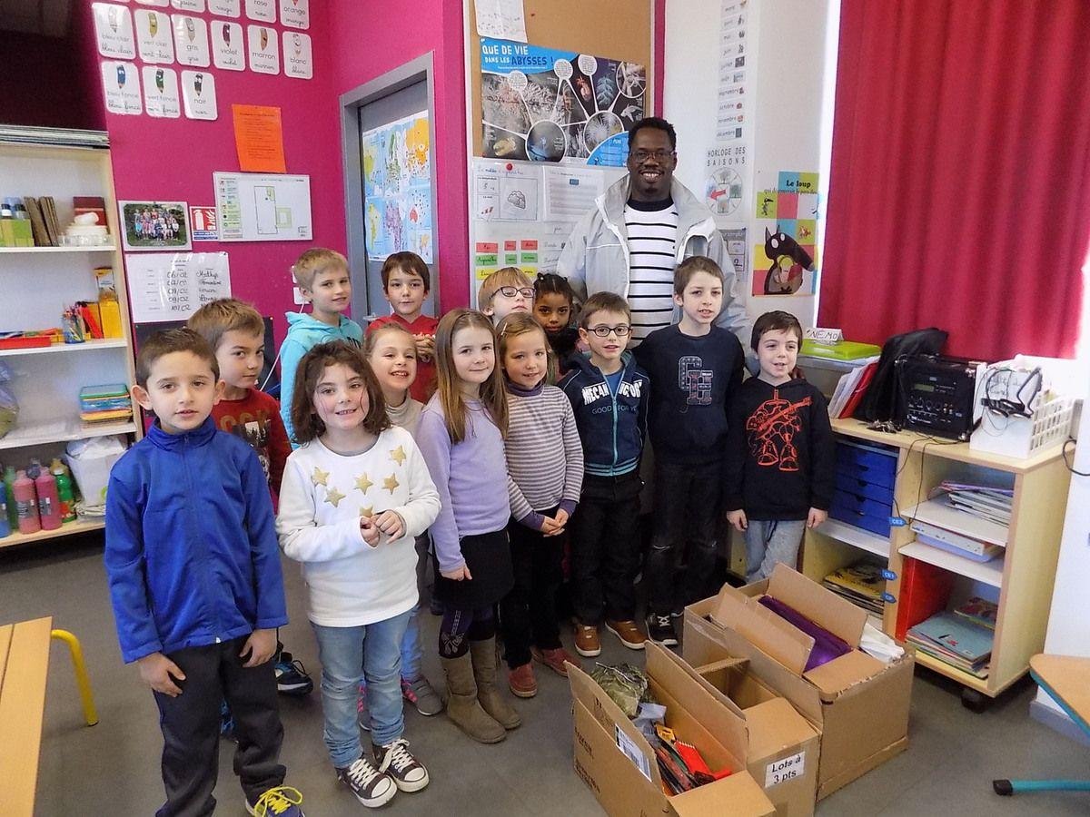 Ousmane et les 14 enfants de la classe de Lisa Marie