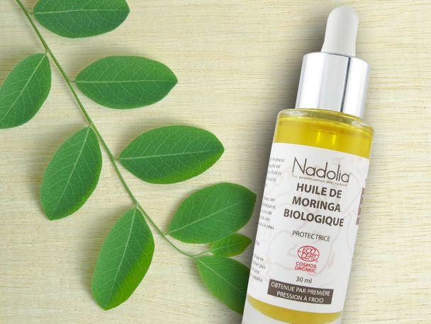 Originaire d'Inde, l'huile de moringa est une huile bienfaitrice des peaux en quête de réconfort. Riche en vitamines, l'huile de moringa est bien plus qu'une huile de beauté, c'est une véritable huile de soin.